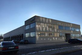 dennree – Bürogebäude mit angrenzender Halle